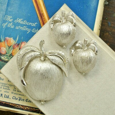 Яблочки от Sarah Coventry, начало 1960-х годов