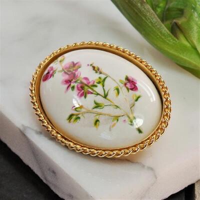 Керамическая брошь с розовыми цветочками
