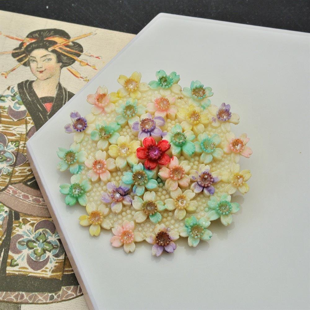 Старинная японская целлулоидная брошь с цветами