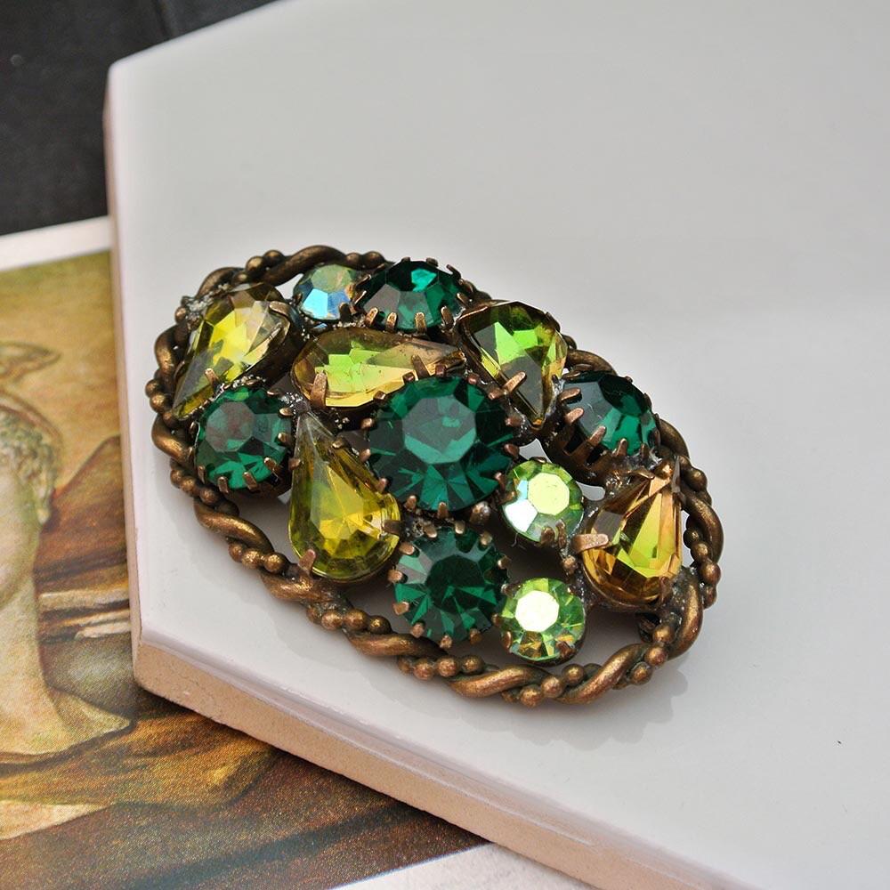 Брошь с зелёными кристаллами, середина 20 века
