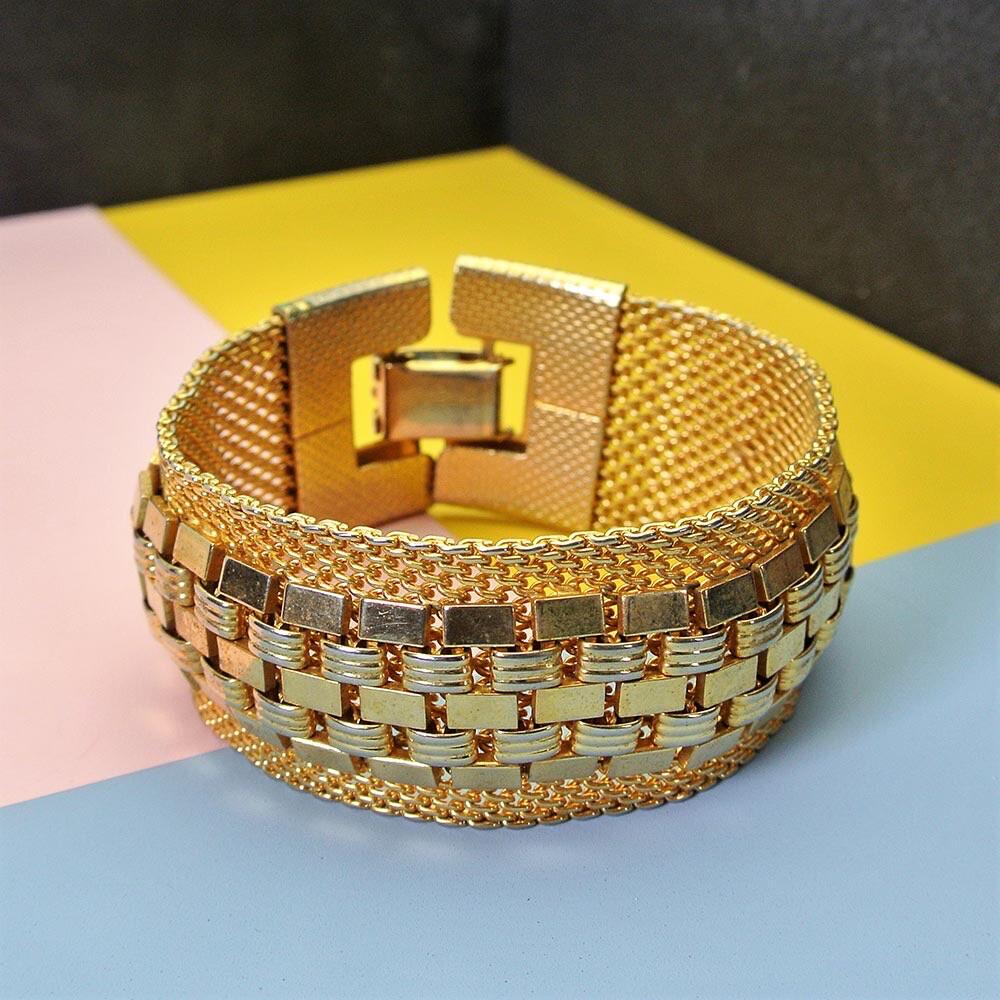 Широкий золотистый браслет