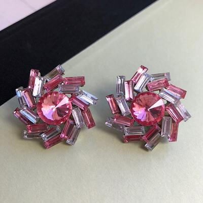 Бело-розовые винтажные клипсы с кристаллами