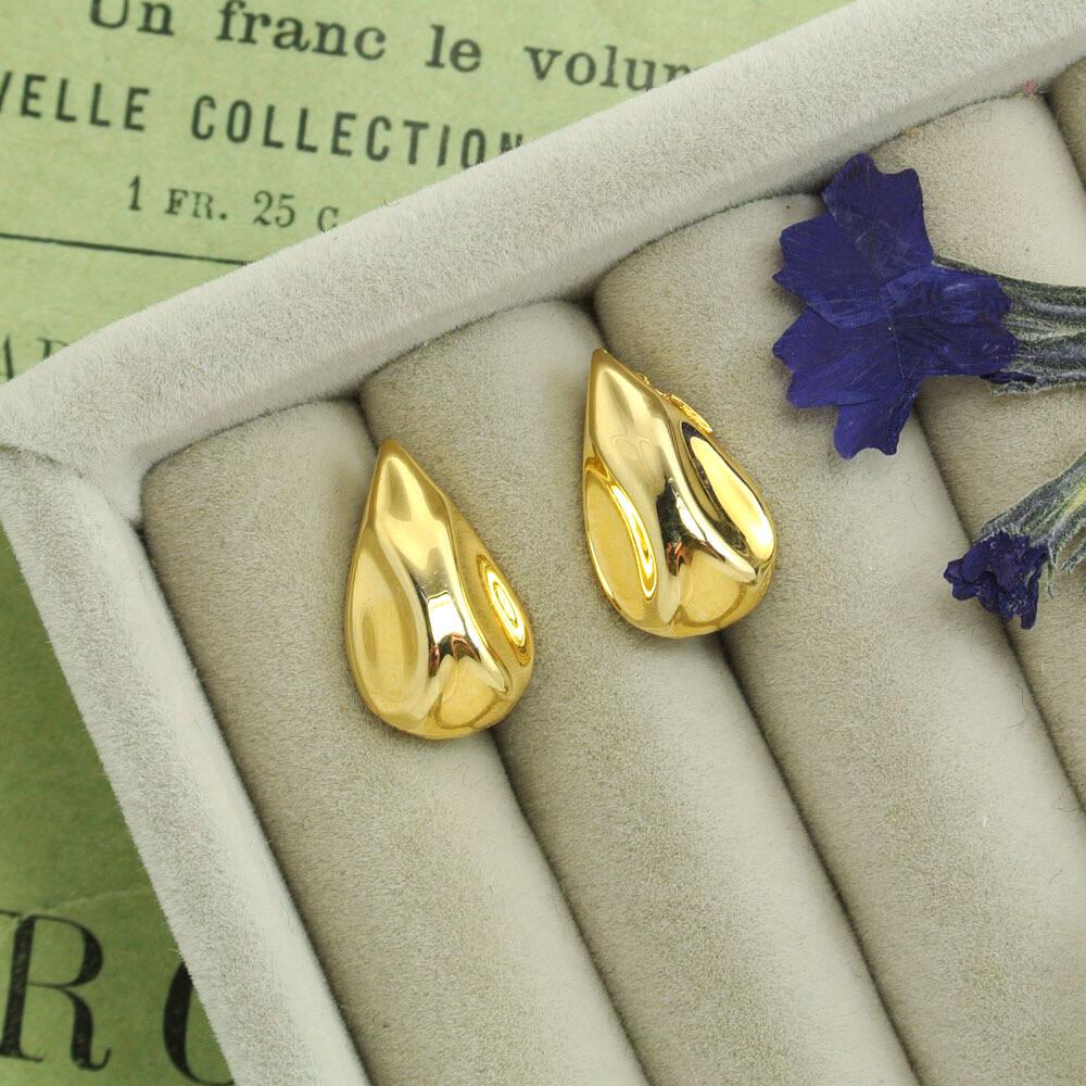 Золотистые серьги-капли