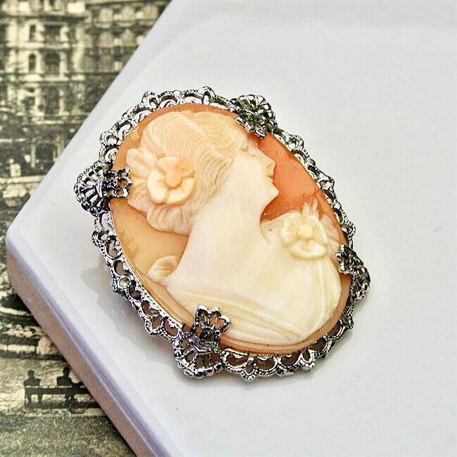 Брошь-камея из ракушки, середина 20 века