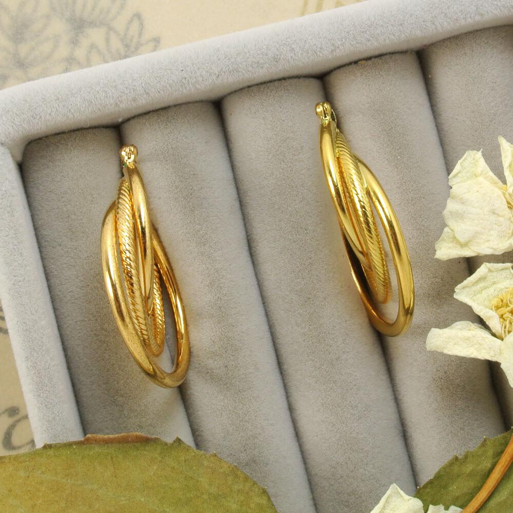 Золотистые серьги в виде тройных колечек