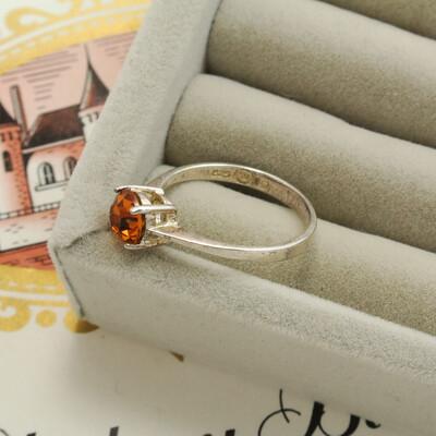 Серебряное кольцо с кристаллом из янтарного стекла
