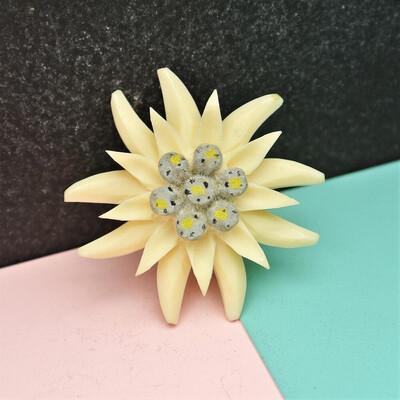 Винтажная целлулоидная брошь-цветочек