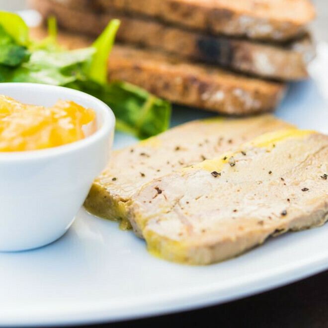 Foie Gras mi-cuit, chutney et toasts