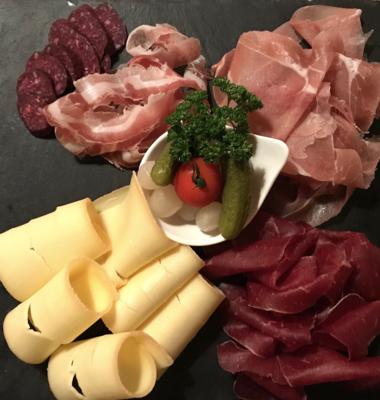 Assiette de l'Étable – Viande séchée, saucisson, jambon cru & fromages