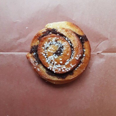 6 cinnamon buns