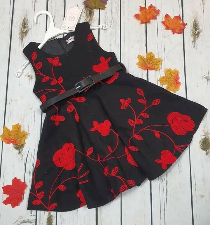 Abito bimba nero rose rosse ricamate 4 anni