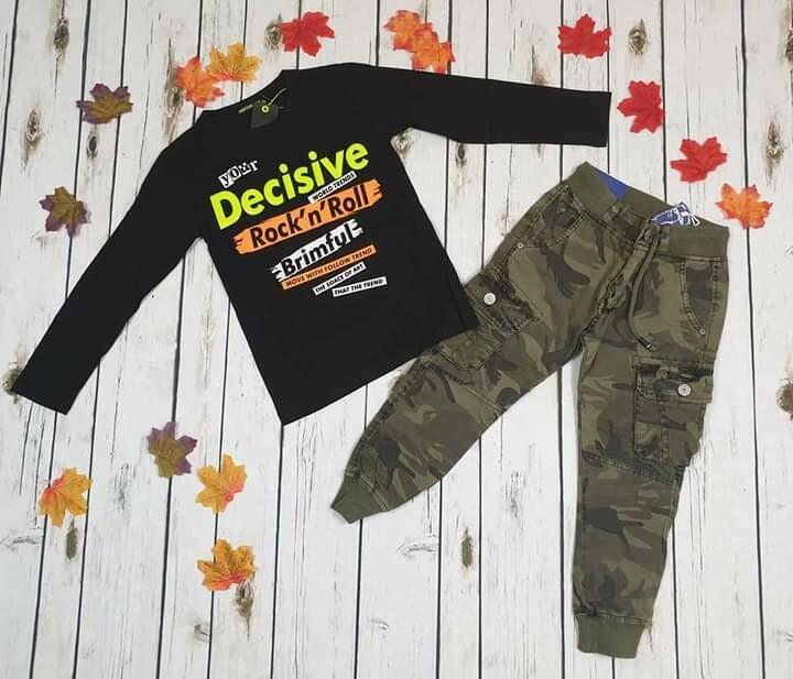 Completo bimbo maglietta di cotone e pantaloni militari 4 anni