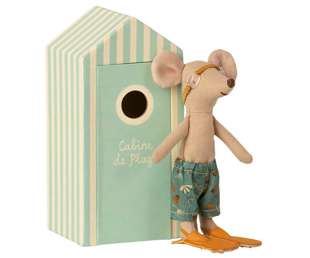 Beach mouse. Big brother in cabin de plage