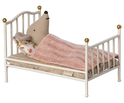 Maileg vintage bed mouse - off white