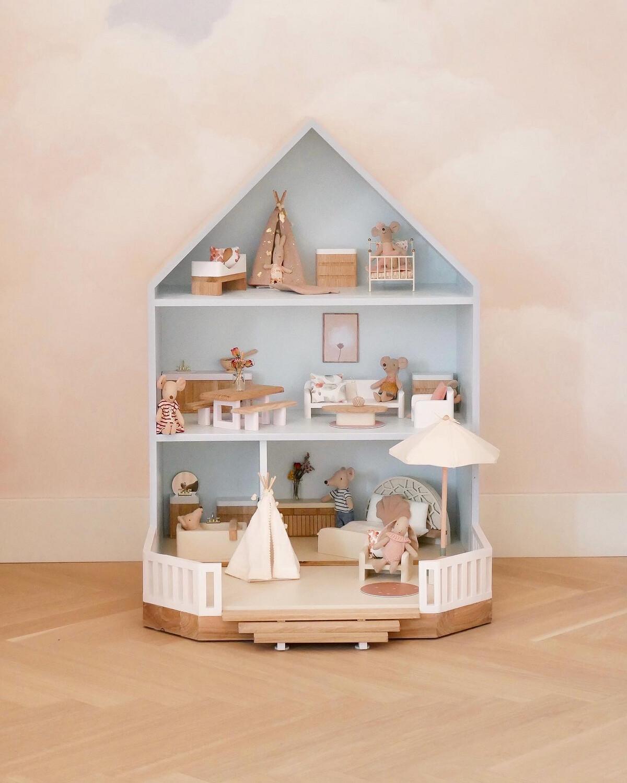 Custom Made Félou Family House