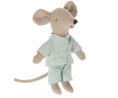 Nightgown for little sister mouse
