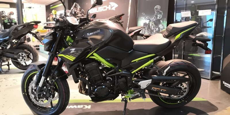 KAWASAKI Z900 MY 2021 Metallic Spark Black / Metallic Flat Spark Black / Green