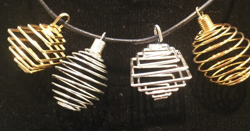 Silver Colored Round Springy pendant cages
