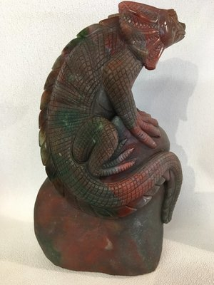 Frilled Dragon Lizard carving