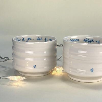 Set met twee porseleinen theekommen / Set of porcelain tea bowls