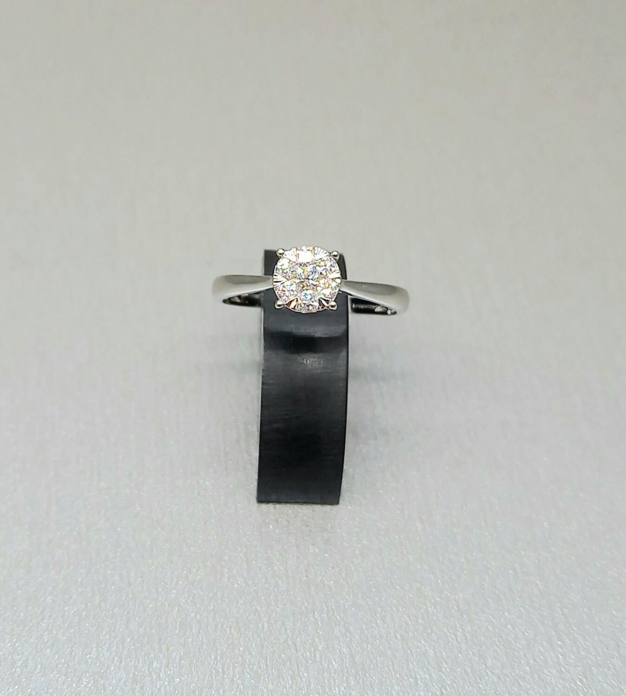 Sortija solitario de oro blanco con un diamante talla brillante, 0,23 ktes de peso.