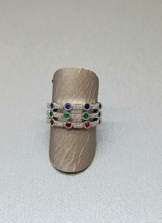 Sortijas de oro blanco, zafiro, esmeralda, rubí y diamantes talla brillante.,precio unidad