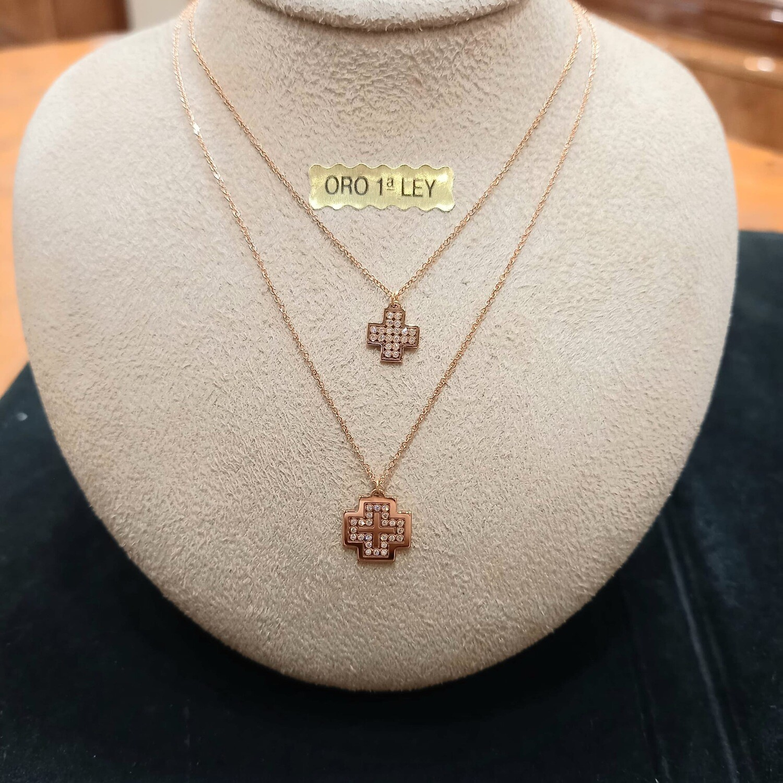 Cadena y cruz de oro rosa y diamantes talla brillante