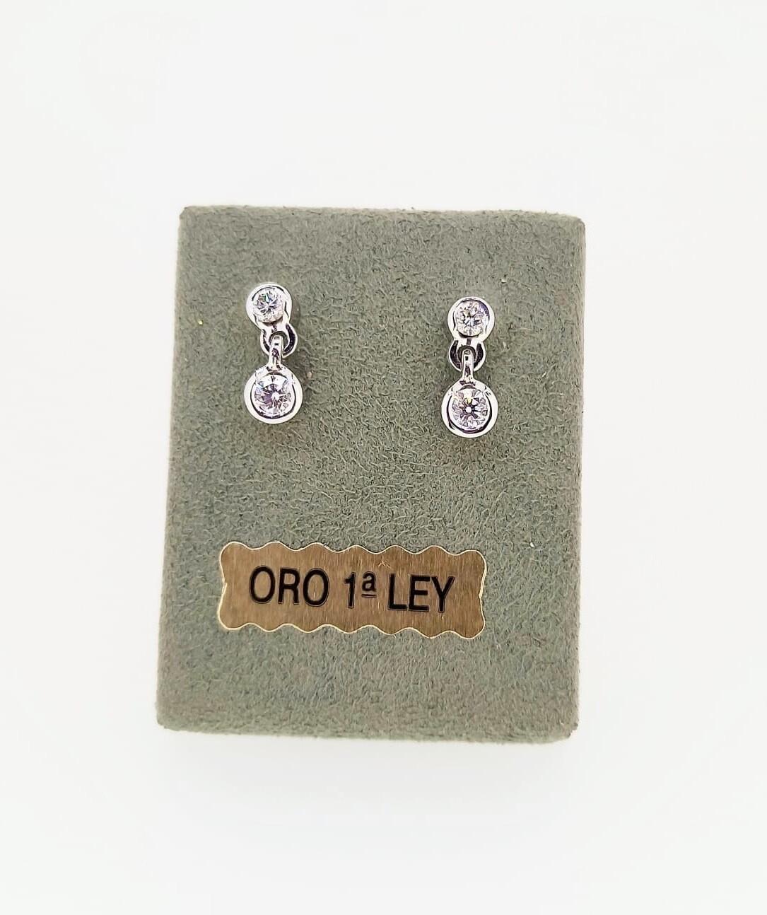 Pendientes de oro blanco con diamantes talla brillante, peso 0,41 ktes, calidad H VVS