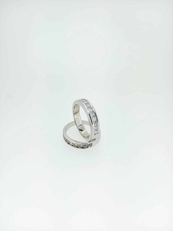 Sortijas medias alianzas de oro blanco y diamantes talla brillante con un peso de 0,45 ktes y calidad H,VVS
