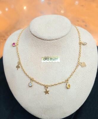 Cadena con colgantes de oro