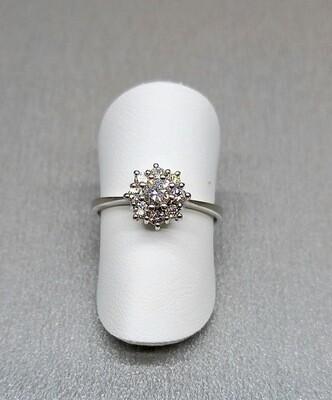 Sortija orla, de oro blanco y diamantes talla brillante, peso 0,40 ktes