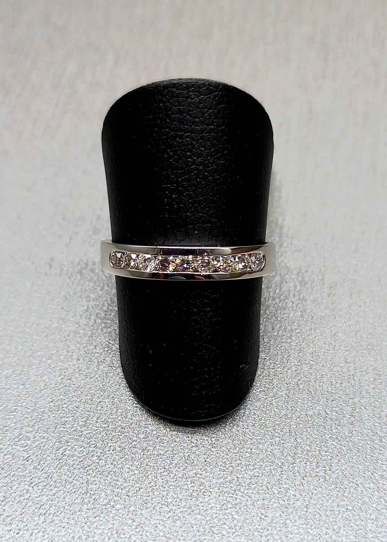 Sortija media alianza de diamantes talla brillante con un peso de0,27 ktes, calidad H,VVS