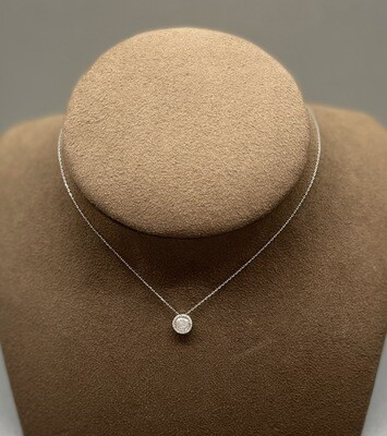 Cadena y colgante de oro blanco con diamantes talla brillante de 0,085 ktes