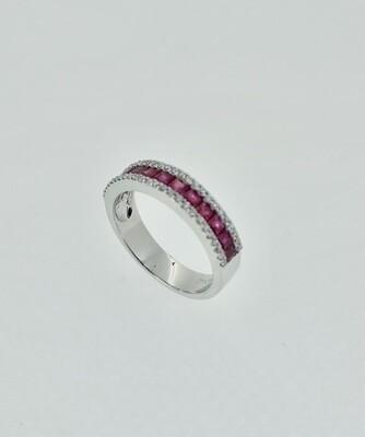 Sortija de oro blanco con diamantes talla brillante y rubíes, 1,21-0,25 ktes