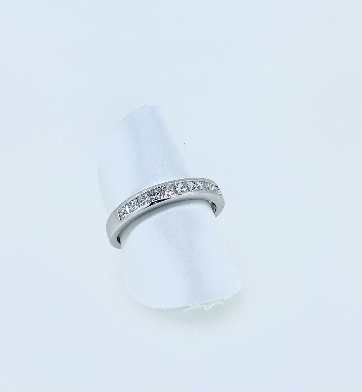 Sortija de oro blanco con diamantes talla princesa, con un peso de 0,48 ktes