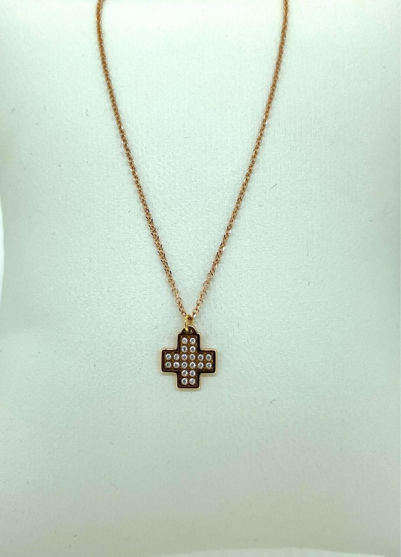Cadena de oro y cruz de oro con diamantes talla brillante