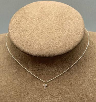Cadena y Cruz de oro de 18 ktes con diamantes talla brillante.