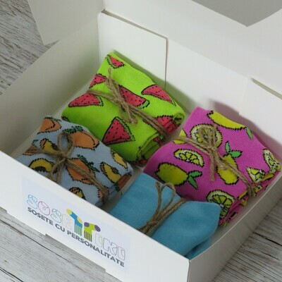 Cutiuta cu sosete scurte colorate, pentru ea (4 perechi, 36-40)