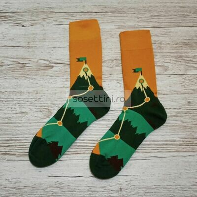 Sosete lungi colorate cu model traseu montan, sosete vesele traseu montan happy socks