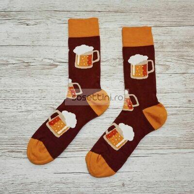 Sosete lungi colorate cu model halba de bere, sosete vesele traseu montan happy socks