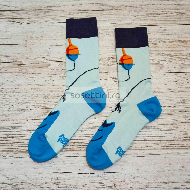 Sosete lungi colorate cu model pescar, sosete vesele pescar happy socks