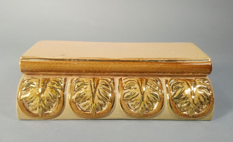Угол Карниза малого (Кузнецовская коллекция), рельефный, с золотом. Размер 195х55х65х65 мм