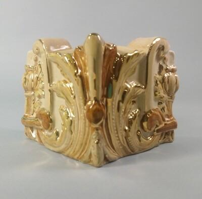 Угол Короны (Кузнецовская колл.) изразцовая, с золотом. Размер 110х75х75 мм