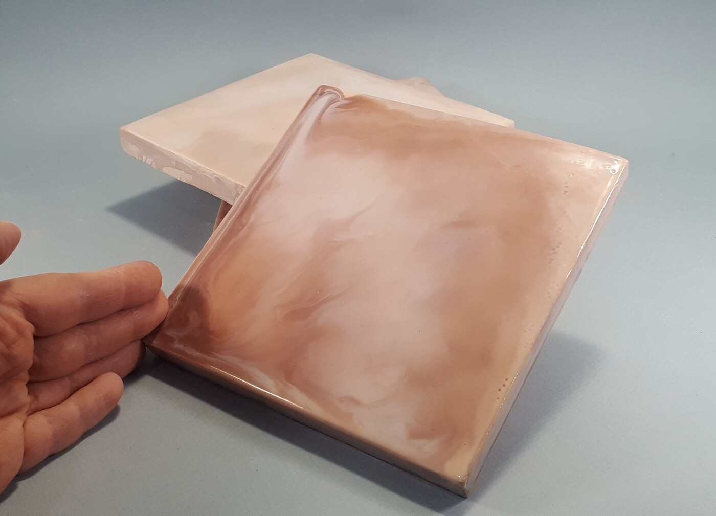 Изразцовая плитка в мраморном стиле. Цвет - какао. Для фасада, кухни, камина, пола. 150х150х14мм