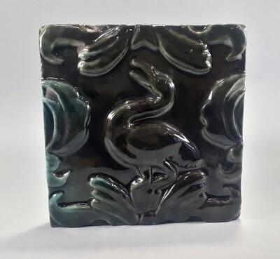 Изразец с Цаплей. Цвет - коричнево-зеленая майолика. Для фасада, кухни, камина, пола. 150х150х14мм