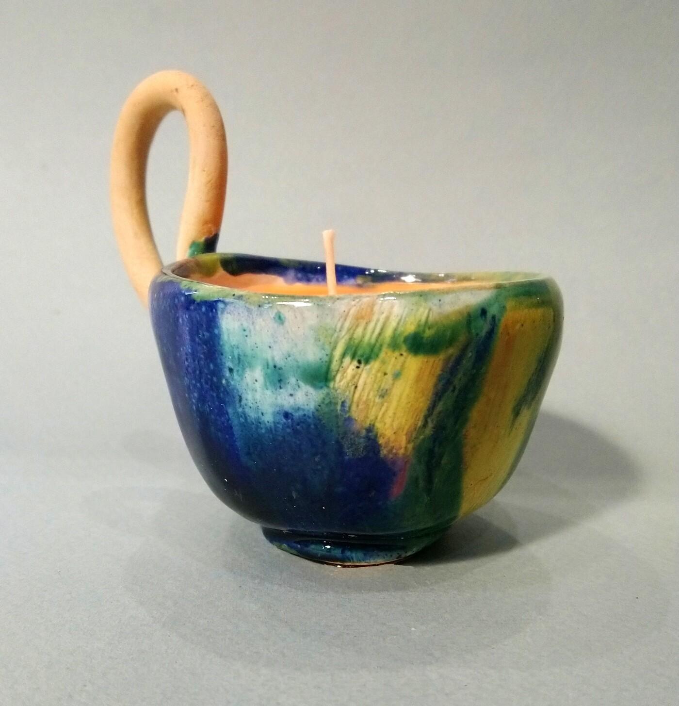Свеча в керамической чашке . Керамика, парафин
