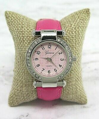 Ever So Clutch, Часы с розовыми кристаллами