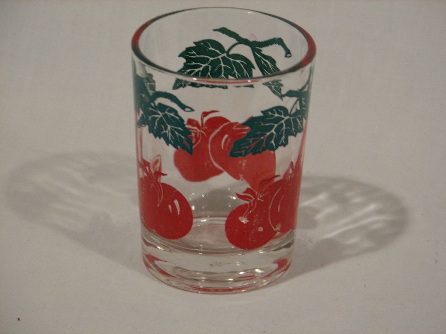 Federal Glass Small Juice Glass Tomato on the Vine Design Red Green Vintage