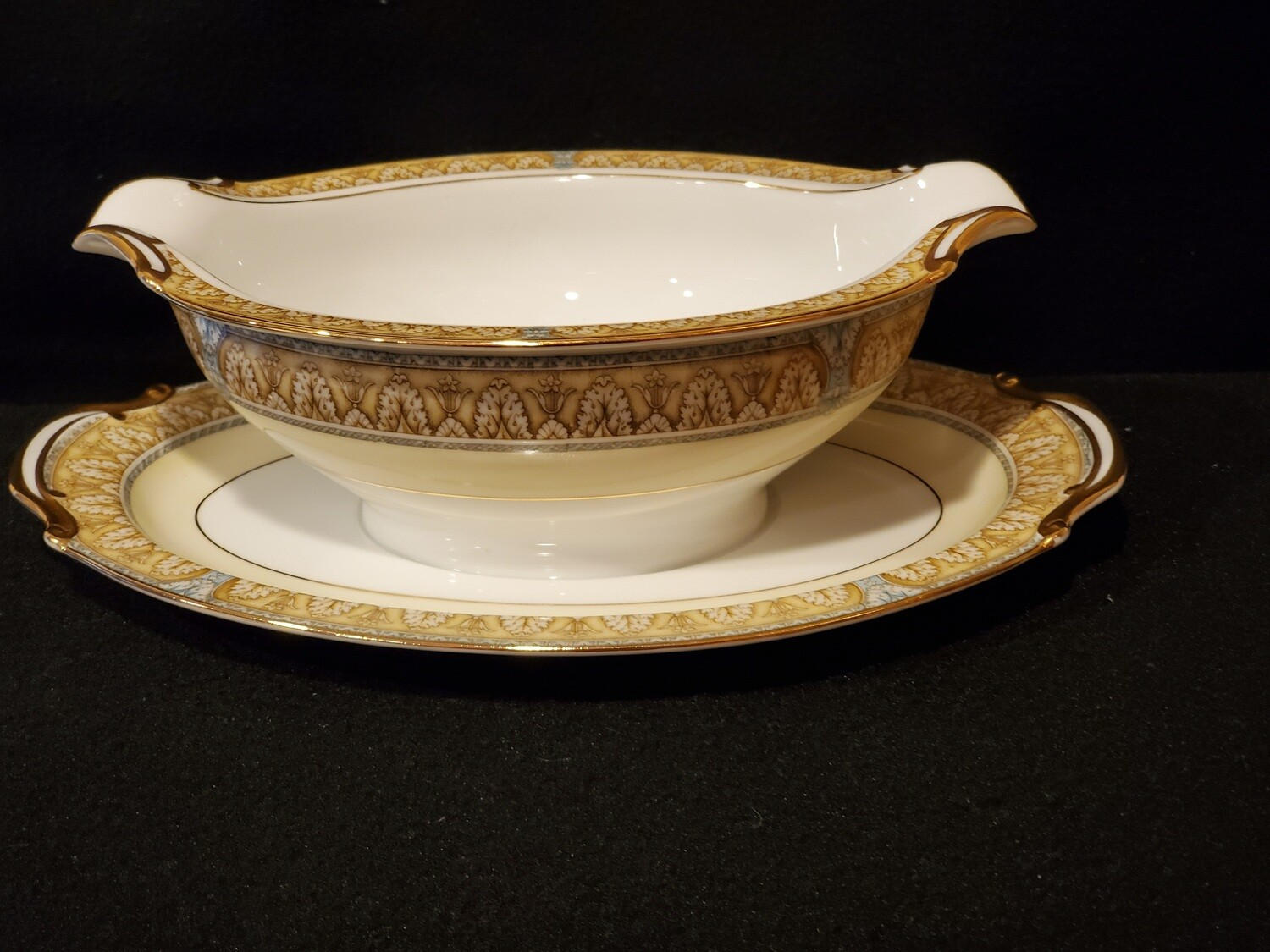 Noritake, Gravy Boat with Attached Underplate, Claire Pattern