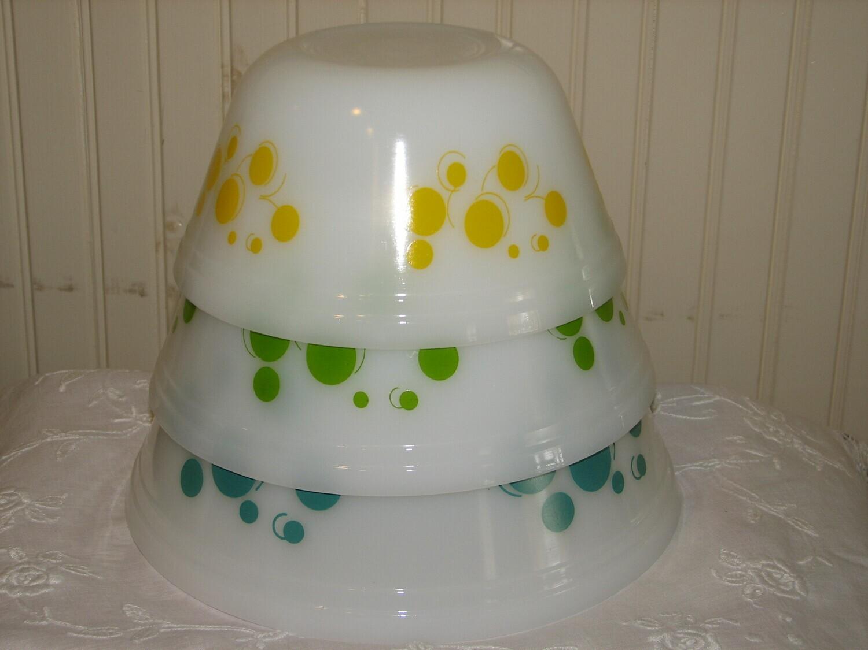 Federal Glass, 3 nesting mixing bowls, polka dot pattern